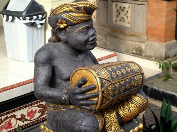 Homestay Statue
