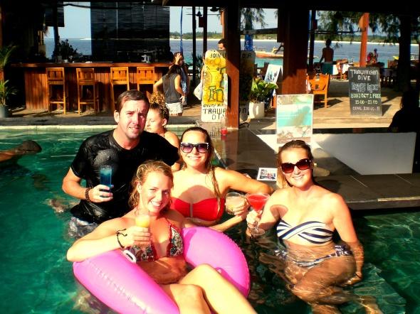 gili pool day