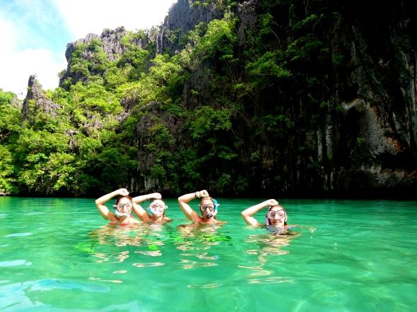 girls okay divingsign